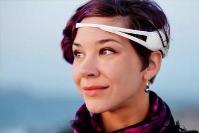 woman wearing emotiv eeg headset